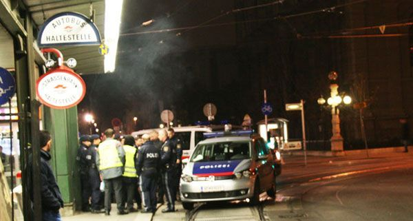 Leserreporter Hanno S. beobachtete die Festnahme bei der U-Bahn-Station Volkstheater.