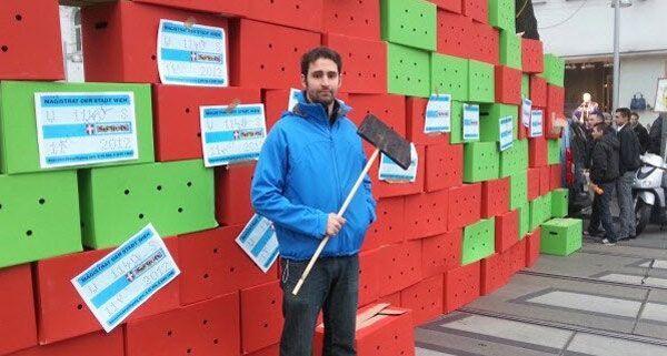 In Wien-Penzing wurde am Dienstag gegen das Parkpickerl demonstriert.