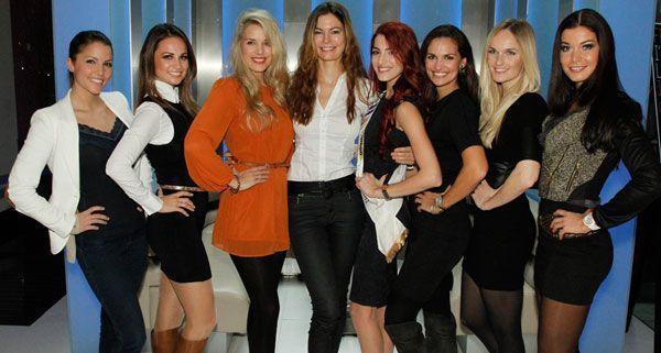 "Wahl zur Miss Austria 2013, im TV. Im Bild: Anna Hammel (Miss Austria 2009), Silvia Hackl (MAC-Geschäftsführerin und Miss Austria 2004), Tatjana Batinic (Miss Austria 2006), Celine Roscheck (Miss Austria 2002), Amina Dagi (Miss Austria 2012), Tanja Duhovich (Miss Austria 2003), Patricia Kaiser (Miss Austria 2000), Carmen Stamboli (Miss Austria 2011 und ""Miss Vienna"")."