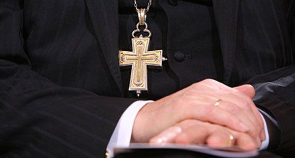 Nach Missbrauchsvorwürfen gegen einen Pfarrer aus Traiskirchen dauern die Ermittlungen an.