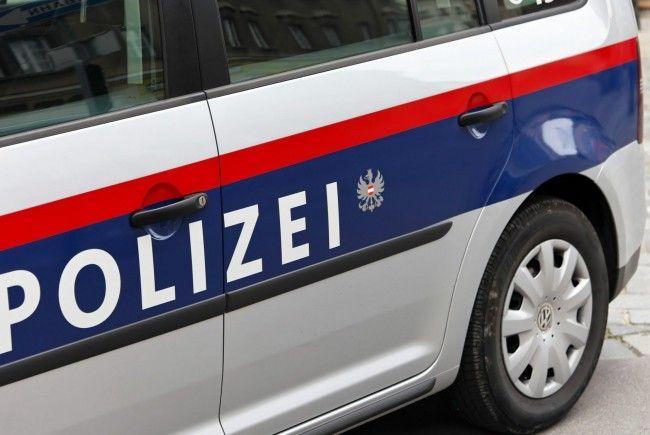 Ein 21-jähriger Randalierer attackierte einen Polizeibeamten in Wien-Währing.