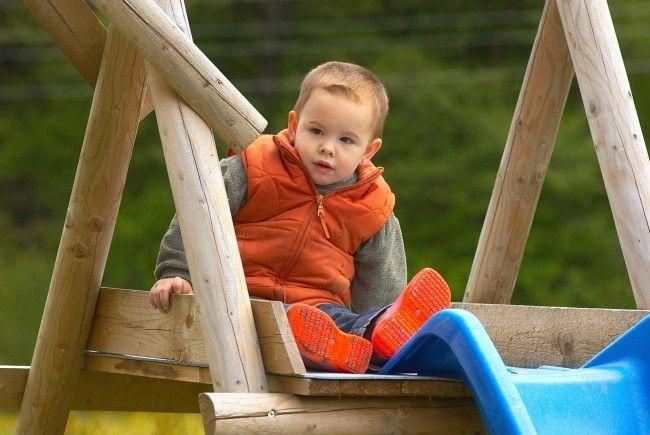In Lenzing im Bezirk Vöcklabruck wurde unter anderem der Kletterturm eines Spielplatzes angesägt.