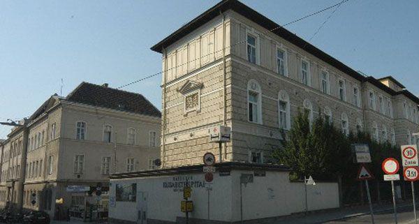 Bereits am Samstag wird das Gebäude des Wiener Kaiserin-Elisabeth-Spitals ausgeräumt.