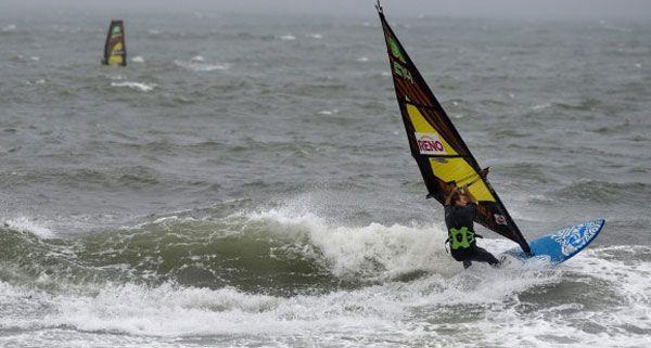 Am Samstag wurde in Neusiedl am See die Leiche eines 48-jährigen Surfers aus Wien gefunden.
