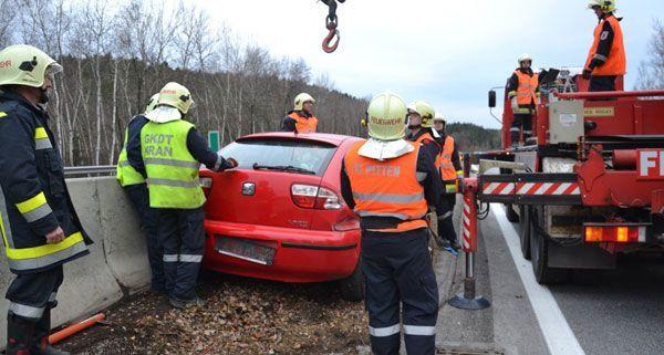 Der Lenker des Unfallwagens blieb am Freitag unverletzt.
