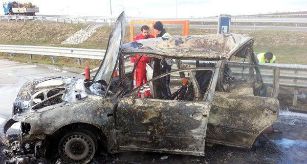 Das Unfallfahrzeug ging auf der A6 in Flammen auf und brannte aus.