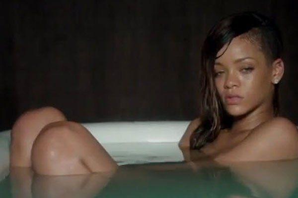 """Ungeschminkt und hilflos: Rihanna im neuen Musikvideo """"Stay"""""""