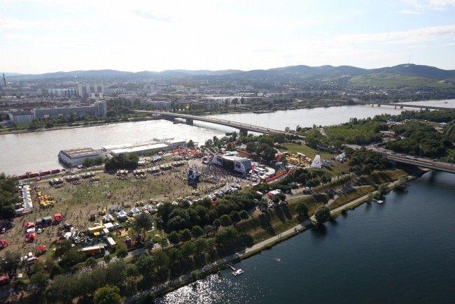 Immer auf dem Laufenden: Alle Bilder und Videos zum Donauinselfest 2013.