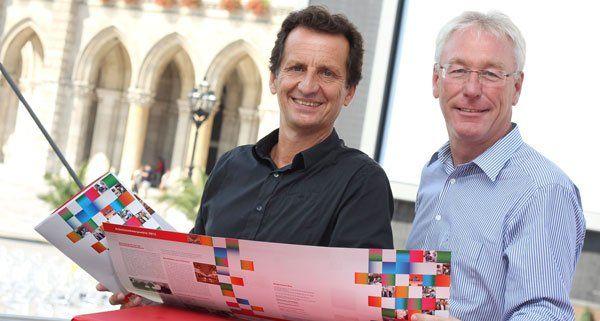 Stadtrat Christian Oxonitsch und Bürgerdienstchef Peter Kozel präsentieren die Halbjahresbilanz 2013.