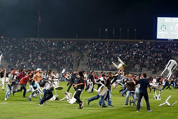 Besiktas-Anhänger warfen mit Sesseln um sich