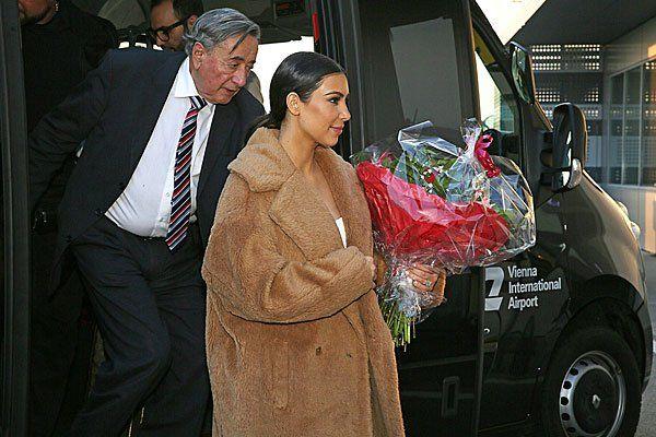 Schon bei Kardashians Ankunft hatte Lugner teils Mühe, Schritt zu halten