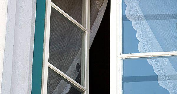einbrecher stiegen ber offenes fenster in wohnung in wien. Black Bedroom Furniture Sets. Home Design Ideas