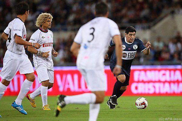 """Maradona als Star im """"Spiel für den Frieden"""""""