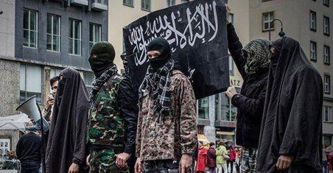 Identitäre stellen Hinrichtungen am Wiener Stephansplatz nach