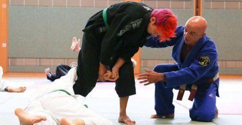 Asiatische Kampfsportarten: Selbstverteidigung und Kunst
