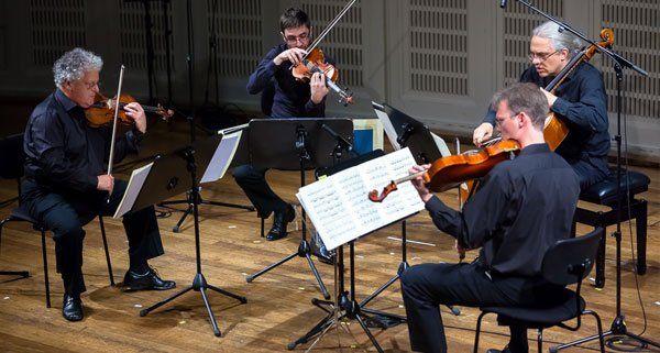 Mikrotonalität und Finsternis: Arditti Quartet bei Wien Modern