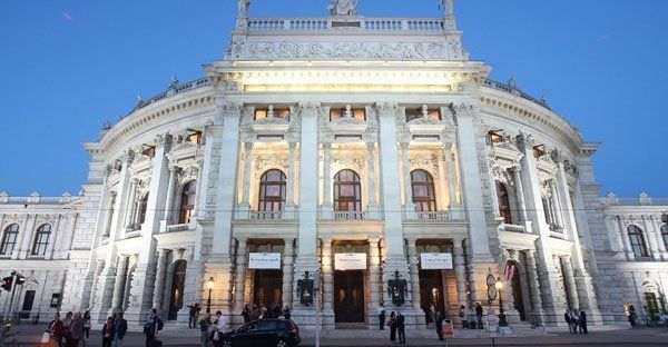 Elisabeth Orth zum Ehrenmitglied des Burgtheaters ernannt