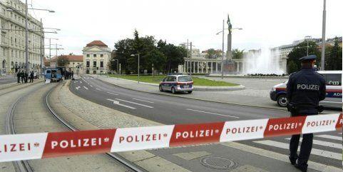 Polizei gibt Entwarnung: Keine Bombe am Schwarzenbergplatz