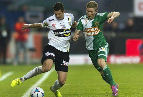 Beim Spiel: Andreas Lienhart (l./Altach) gegen Florian Kainz (r./Rapid)