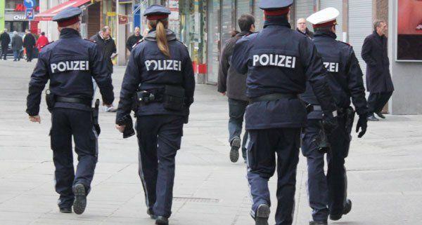 Die Polizei war bei einer Demonstration rund um den Rathausplatz im Einsatz