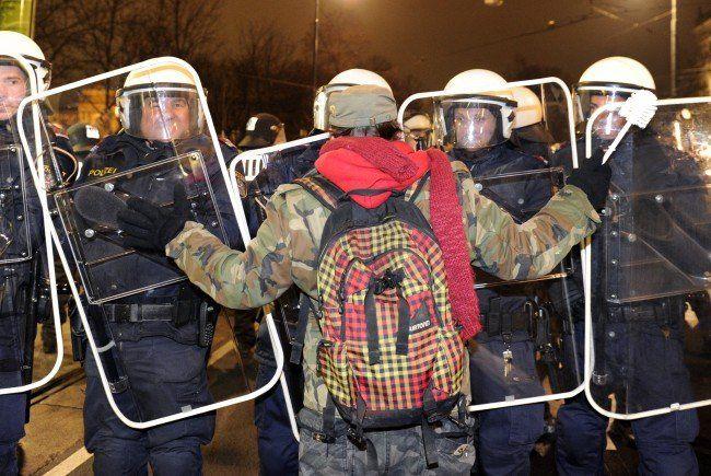 Gegner des Akademikerballs 2015 rufen zur Demonstration auf.