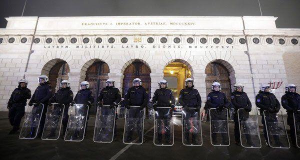 2.500 Polizisten sollen am Akademikerball-Tag eingesetzt werden.