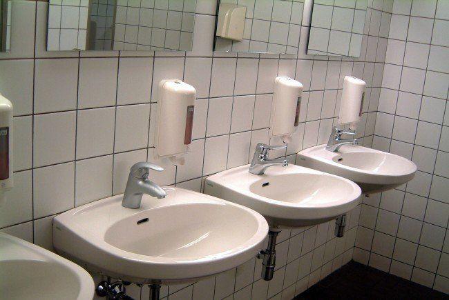 wieder waschbecken verstopft halleiner schule berschwemmt. Black Bedroom Furniture Sets. Home Design Ideas