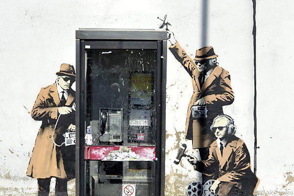Banksy sprayte Abhörszene in Anspielung auf GCHQ-Hauptsitz