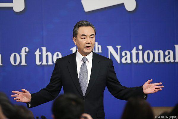 Außenminister Wang Yi verteidigt Aufbau von umstrittenen Inseln