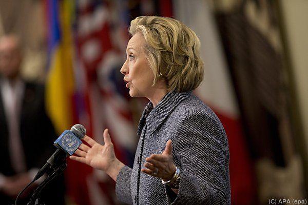 Clinton räumt Fehler ein