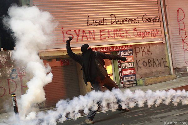 Protestierende warfen Molotow-Cocktails