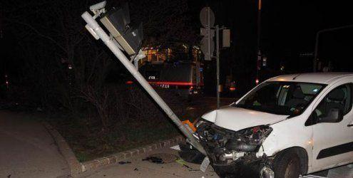 Alko-Lenker ohne Führerschein fuhr in Wien gegen die Einbahn