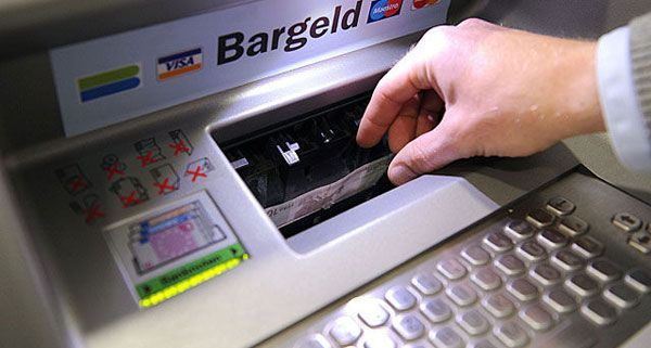 """Das Trio manipulierte Bankomaten mit """"Cash Trapping"""""""