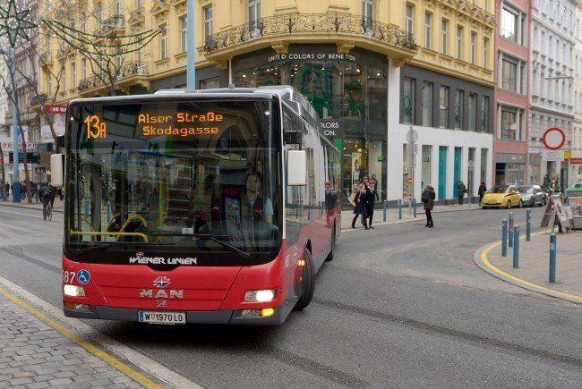 Der 13A wird nun mit Gelenkbussen ausgestattet.