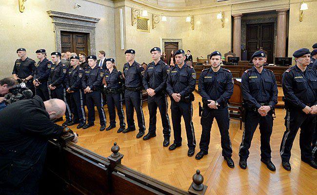 Großes Polizeiaufgebot beim Aliyev-Prozess in Wien