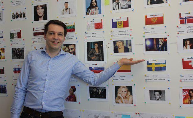 Die Pinnwand im Büro von Andreas Fink bietet einen Überblick über alle Teilnehmer.