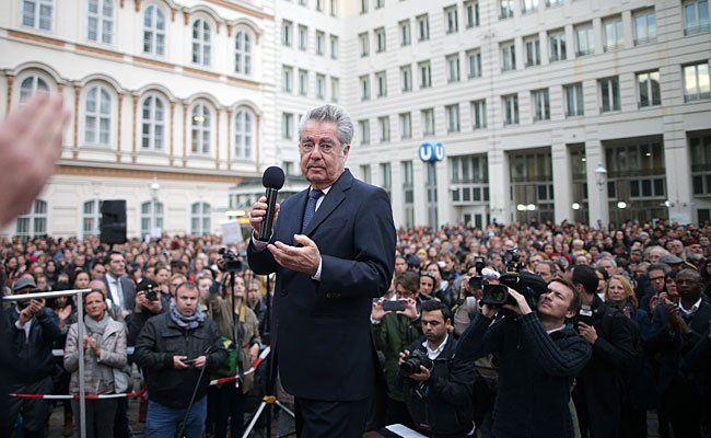 """Bundespräsident Heinz Fischer am Montag bei der """"Stillen Kundgebung"""" am Minoritenplatz"""