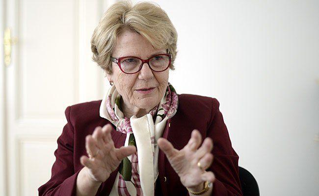 """Die Vorsitzende der """"Unabhängigen Opferschutzkommission"""", Waltraud Klasnic, beim Interview"""