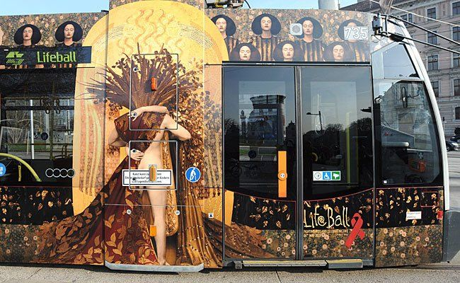 """Bei der Präsentation der """"Life Ball Straßenbahn 2015"""" am Freitag"""