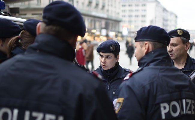 Einer der Polizisten ist bei dem Einsatz im 7. Bezirk attackiert worden.
