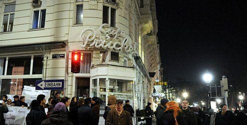 Prügelei nach Demo beim Café Prückel: 17-Jähriger verurteilt
