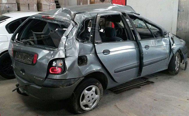 Der Unfallwagen nach dem Crash auf der A4