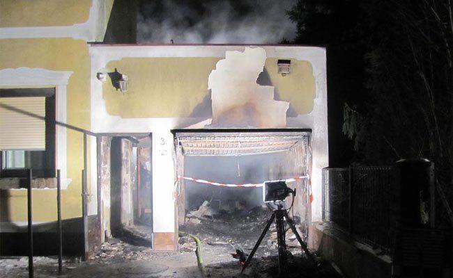 APA/Einsatzdoku.at/Patrik Lenchner / APA/Feuerwehr Strasshof/unbekannt
