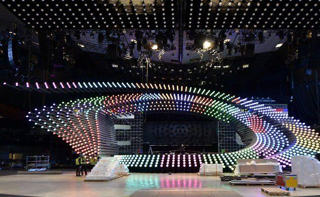 Die Song Contest-Bühne steht bereits.