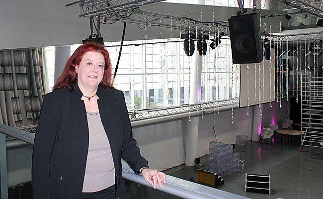 Claudia Weymayer-Czaak im noch nicht fertigen Fan Cafe.