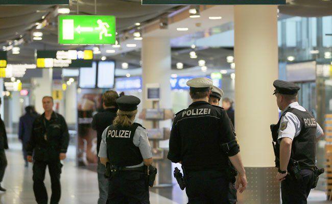 Am Salzburger Flughafen konnten die Prafümdiebe geschnappt werden.