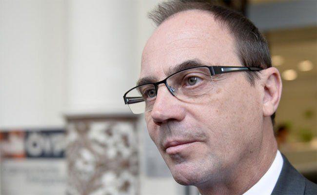 Franz Steindl (ÖVP) weist die Kritik vom Regierungspartner SPÖ zurück.