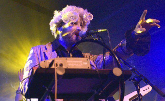 Johann Sebastian Bass treten beim 1. Electric Spring Festival auf.
