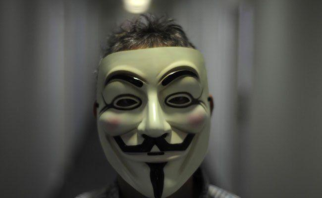 Solche Masken hatten die mutmaßlichen Einbrecher bei sich.