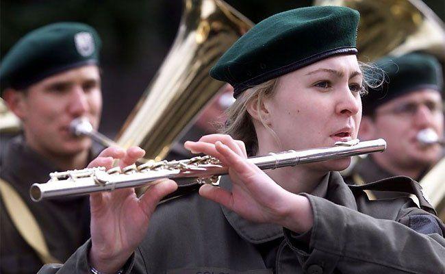 Forderung nach Erhalt der Militärmusik in Österreich.